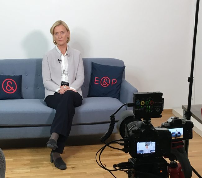 E&P Am Sofa mit Johanna Rachinger