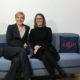E&P Am Sofa: Nicole Bäck-Knapp mit Katharina Körber-Risak